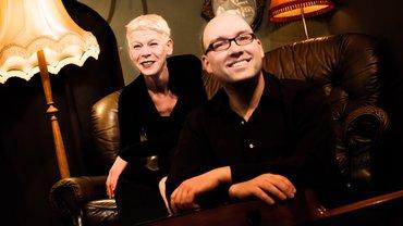 Sängerin Astrid Barth und Gitarrenspieler Philipp Roemer bilden das Duo barthroemer.